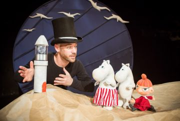 Elusive theatre puts audience at sea